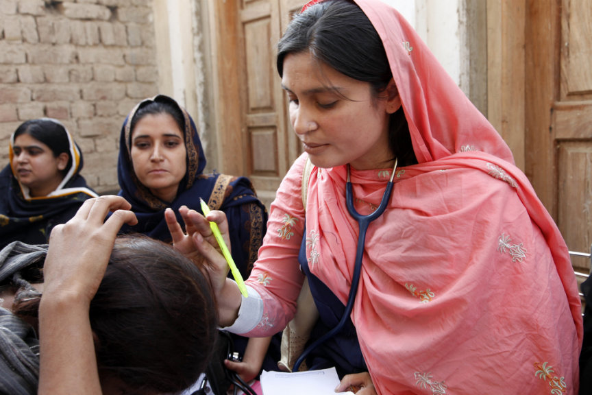 A female doctor with the International Medical Corps examines a woman patient at a mobile health clinic in Pakistan (Image by UK Department for International Development via Flickr)