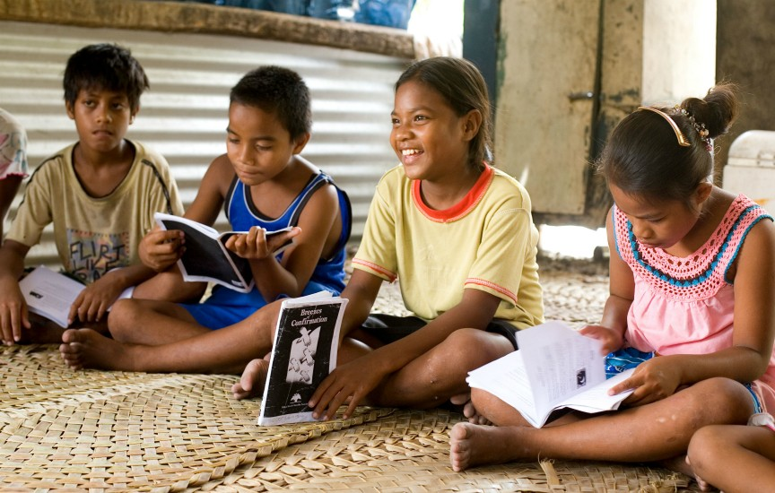 A Junior Youth Group in the South Pacific nation of Kiribati. (Photo: Baha'i World Centre)