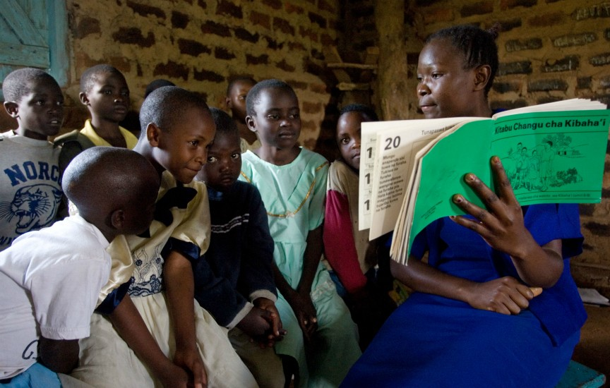 Reading to children in Tiriki West, Kenya (Photo courtesy Baha'i World Centre)